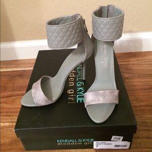 Kendall & Kylie- Sexy 'Dejah' grey heel sandal